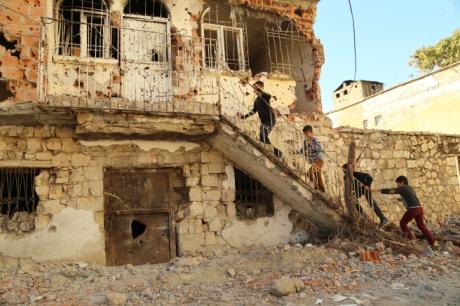 Children outside a ruined house in Farqîn. Picture taken by a friend in Farqîn.