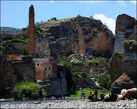 Turkeys-Kurdish-antique-town-Hasankeyf-to-be-destroyed-with-Ilisu-Dam-May-2016-photo-anf